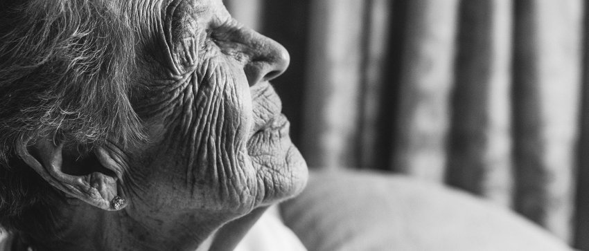 old lady with dementia bw