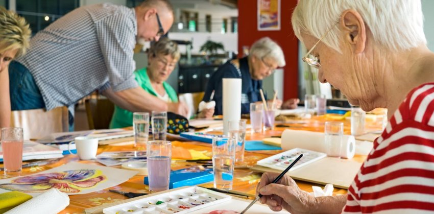 people doing art therapy