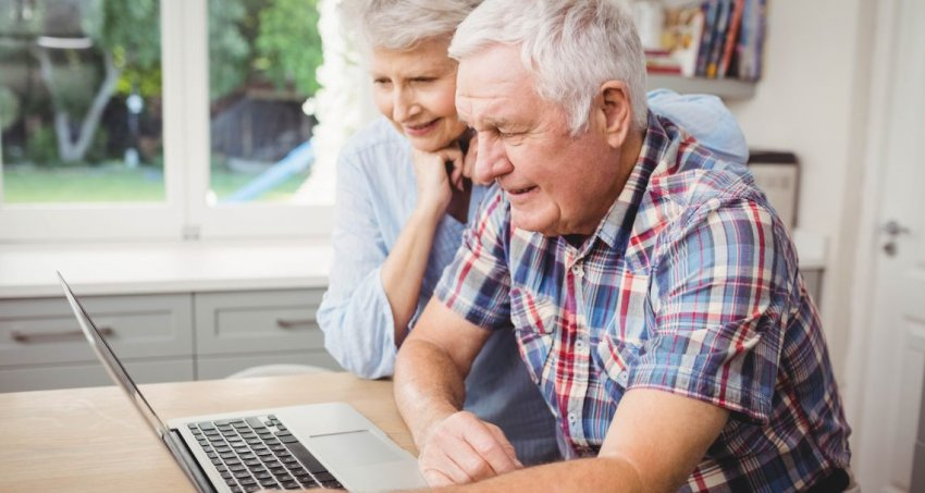 two seniors learning online