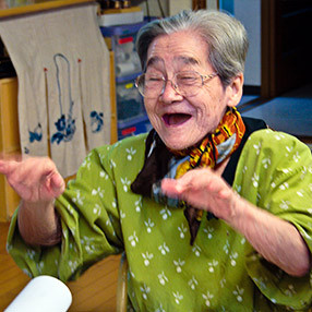 Mrs Morimoto Sings, Japan (Foto di Cathy Greenblat. Via Alzheimer's Australia)